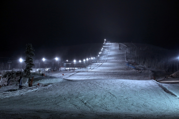 Stöten light piste at night seen from restaurant Brasseriet Ski Hotel Stöten
