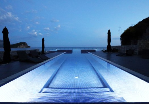 M Avala wellness infinity pool aften