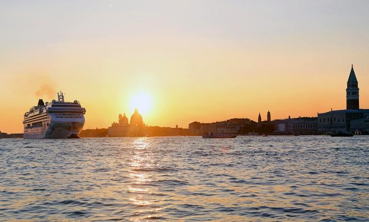 Venice_cruise_ship_sunset