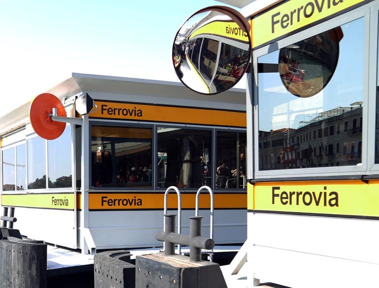 web_Venice_waterbus_station_mirrors