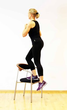 New_7_Minute_Workout_Step_Up_Marina_Aagaard_fitness_blog
