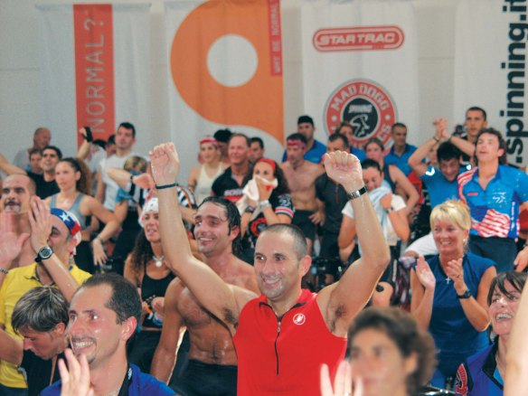 Fitness_Happy_group_Spin_spinning_com