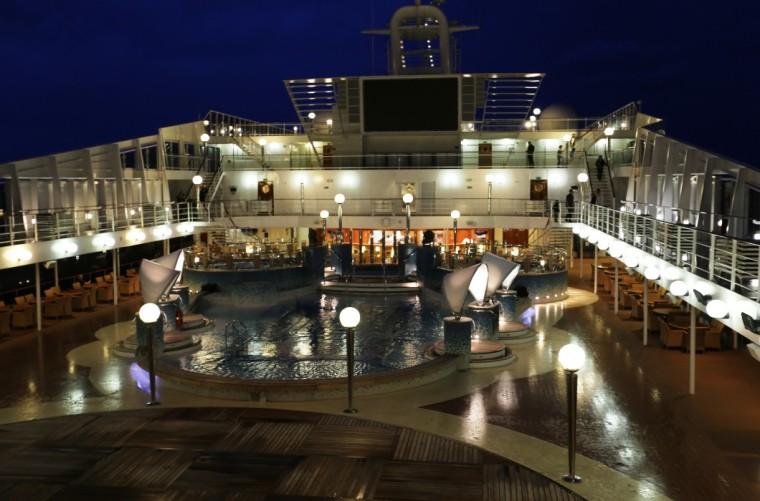 Cruise_ship_at_night IMG_2202