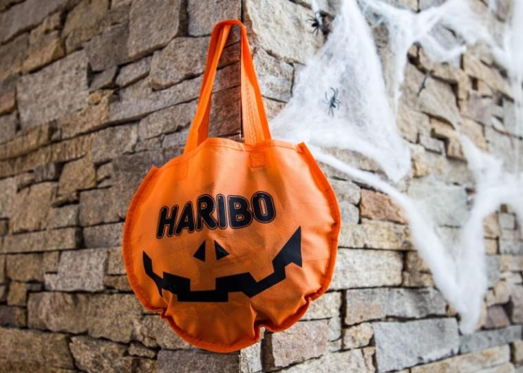 Halloween_Haribo_trick_or_treat_pose_Marina_Aagaard_blog
