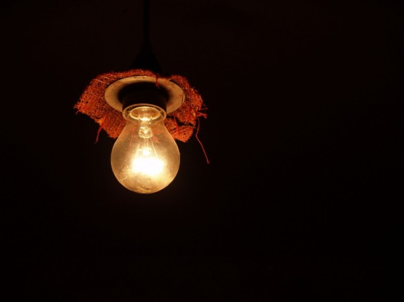 Nuzza_Valea_Light_Bulb_freeimages