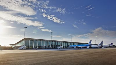 csm_aal-forplads-fly-klm-terminalbygning__3760x2507__fc50e19362