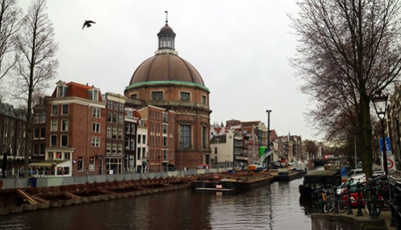 Amsterdam_Holland_Channel_and_Church_Marina_Aagaard_blog