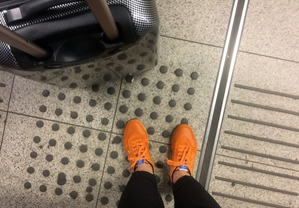 Amsterdam_Holland_airport_KLM_shoes_and_suitcase_Marina_Aagaard_blog
