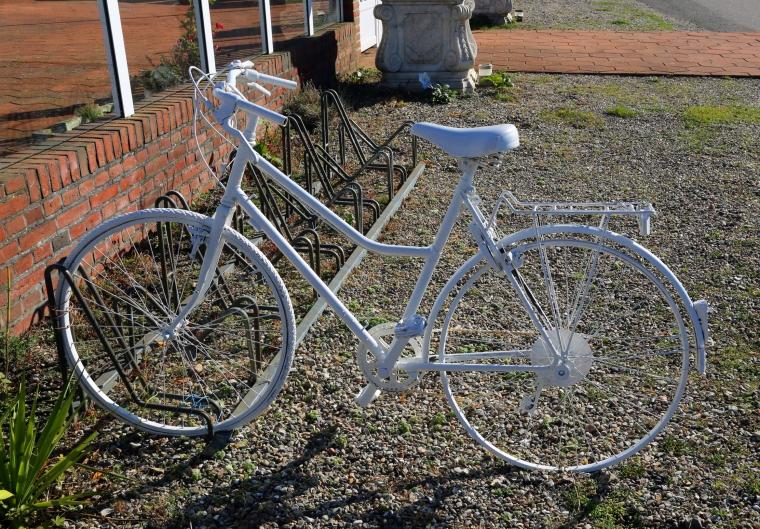 White_bike_Fehmarn_Marina_Aagaard_blog
